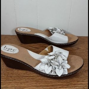 Born Concept white  leather wedge with flower